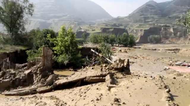 甘肃临夏山洪过境:泥浆倒灌毁民房