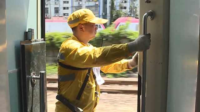 火车调度员:防烫伤比防晒更重要