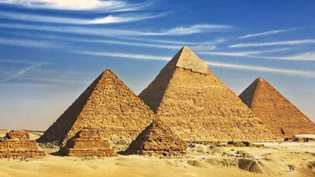 建造长城和金字塔,哪个难度更大?