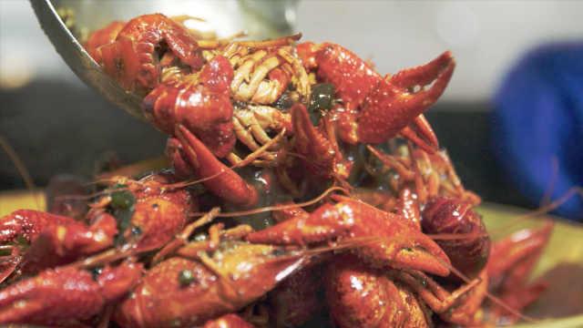 在南京,撼动鸭子地位的小龙虾!
