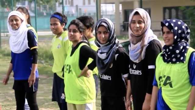 冲破世俗眼光,她们在克什米尔踢球