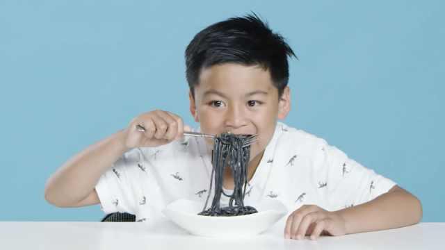 真·黑暗料理!孩子们品尝纯黑食物