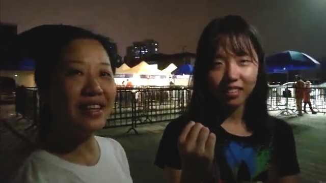 暑假补习太苦,妈妈拉女儿夜跑减压