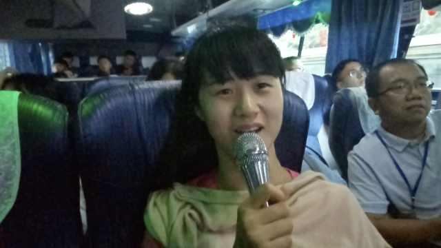 大陆学生体验台湾巴士KTV:很惊奇