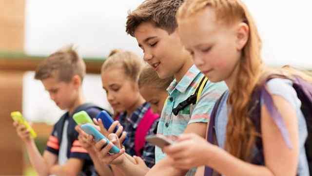 法国议会:禁止中小学生使用手机