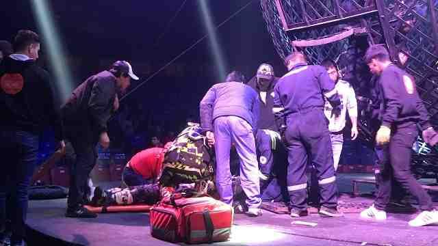 惊险!秘鲁马戏团表演事故3人骨折