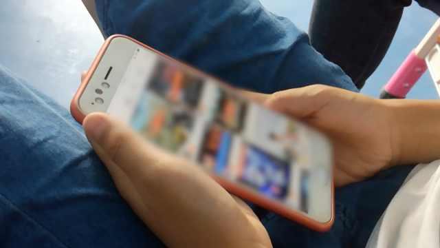 11岁男童偷玩妈手机,打赏主播8万元