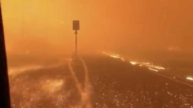 消防员被加州大火包围,如置身地狱