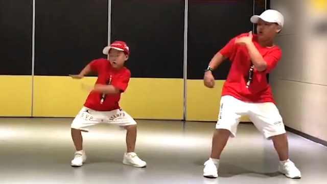 两个儿子学街舞,妈妈:男孩子要自信