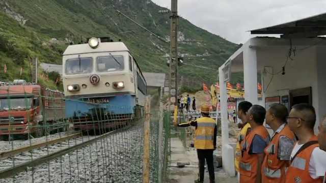 两度遭遇泥石流,成昆铁路恢复通车
