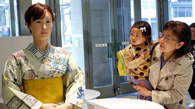 劳动力少,日本用机器人组装机器人