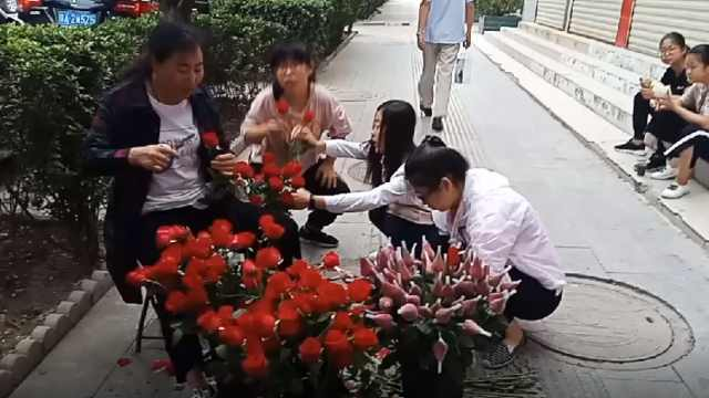七夕花店4点开门,学生帮店主送花