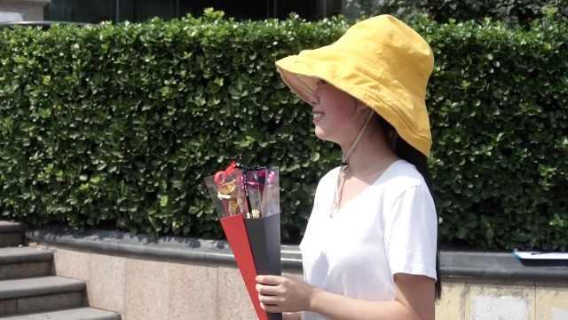 她七夕兼职送花:单身太久不想恋爱
