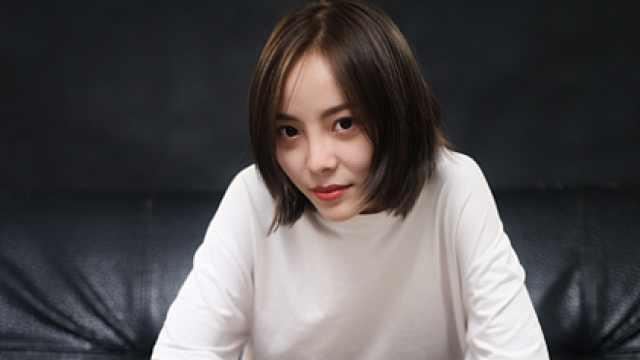 重庆网络歌手翻唱《千千阙歌》