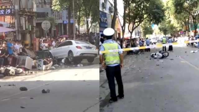 奔驰撞多辆摩托及行人,致1死2重伤