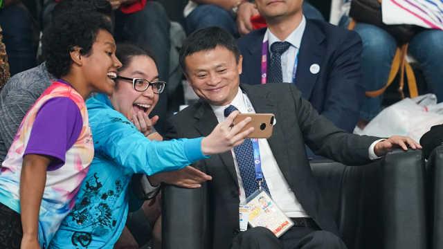 亚运中国女排争冠,马云观战合照忙