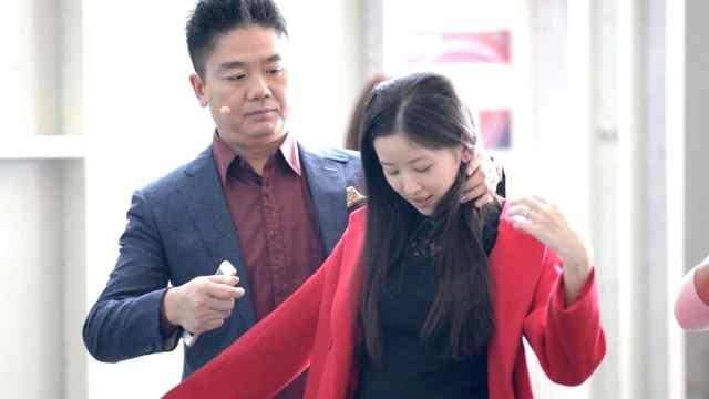 刘强东晒过的幸福:妻子是初恋感觉