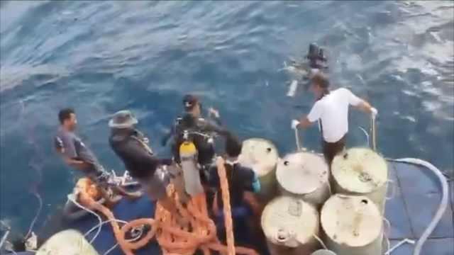 泰海军打捞凤凰号沉船,困难重重