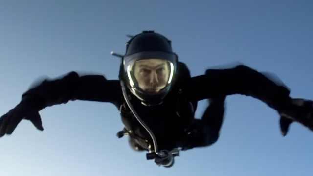 电影史上首次,阿汤哥万米跳伞106次