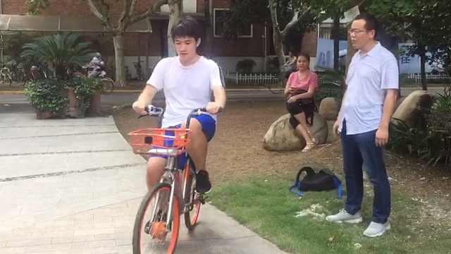 重庆新生考上复旦,开学狂练自行车