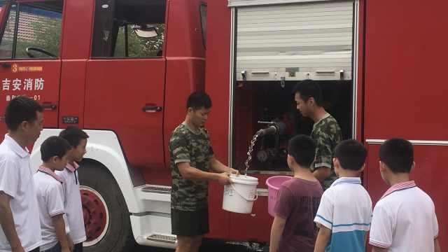 开学闹水荒,消防连续3天送水50吨