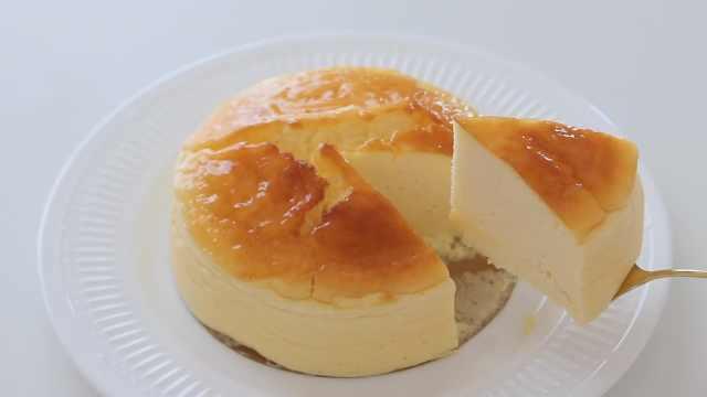 自制松软绵滑的酸奶舒芙蕾蛋糕