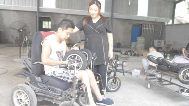 截肢青年研发电动轮椅,已销400台