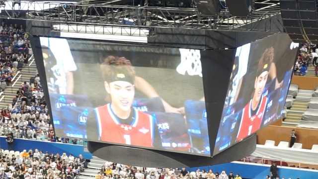 吴亦凡参加篮球赛,女粉秒变伪球迷
