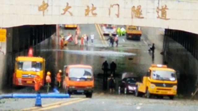 台风山竹后隧道水淹3米:可以坐船了