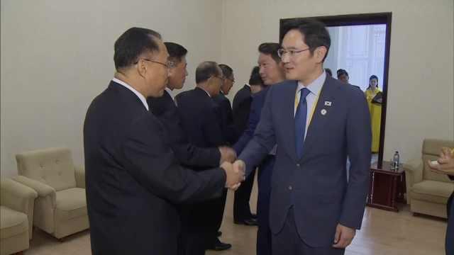 文在寅到访平壤:韩国商界大佬随行