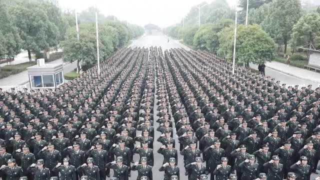 入学即入伍,国防科大1200新生授衔