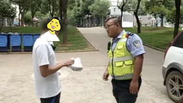 外卖哥无证驾驶被拦,交警代其送餐