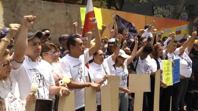 墨民众抗议:地震一年后仍无家可归