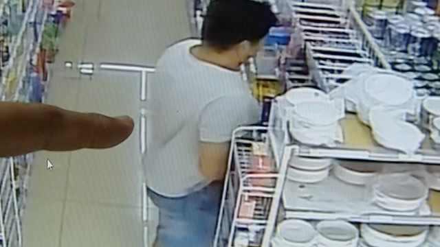 惯犯超市盗窃藏裤裆,店员锁门报警