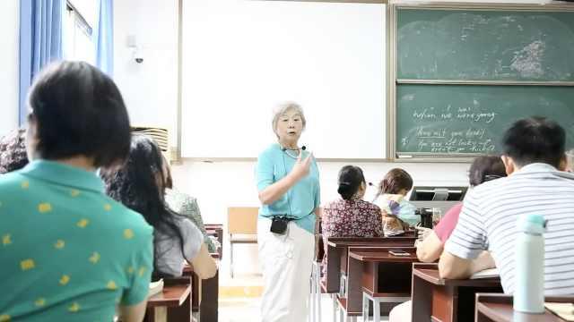 8旬退休老师教老人英语:防老年痴呆