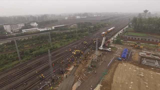 中国速度!1200人4小时完成铁路拨接