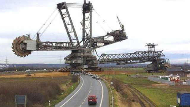 德国的挖掘机,重量相当于中型航母