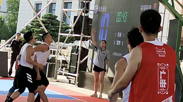 1米77美女酷爱篮球,毕业兼职当教练