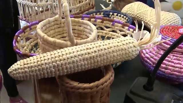 农妇变废为宝,秸秆玉米皮变工艺品