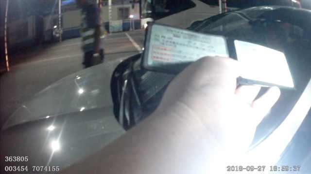 女司机近1年没年检,身背73条违章