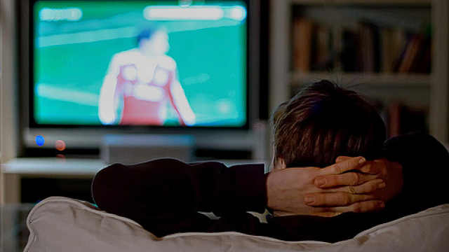 没骗你!躺尸看电视也能燃烧卡路里