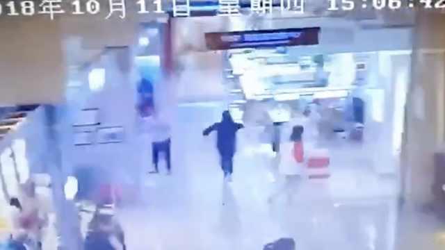 湖北秭归4.5级地震,商场内晃动明显