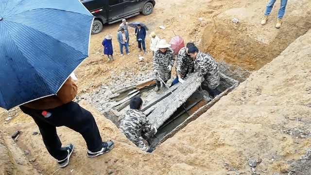 修路挖出战国至汉代古墓,现场开棺
