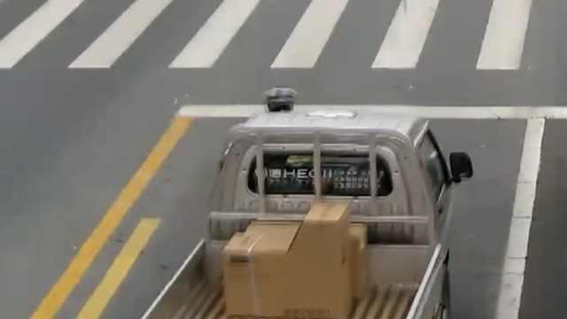 货车遇查,司机竟踩油门顶撞交警