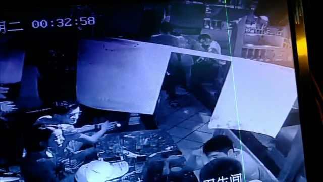 男子在酒吧掀女子裙子,被拘留5天