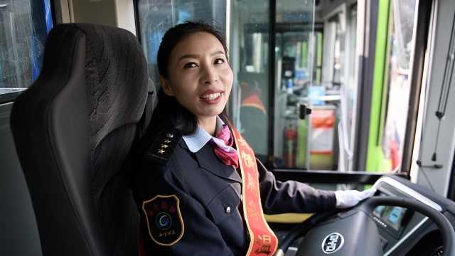 公交换成纯电动,女司机:像在开宝马