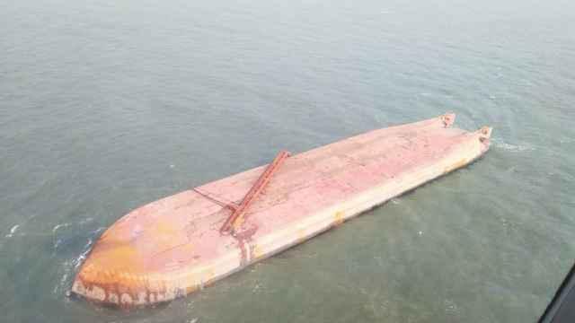 辽宁葫芦岛一运砂船翻沉,11人失联