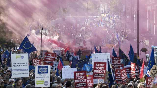 伦敦67万人游行要求二次脱欧公投