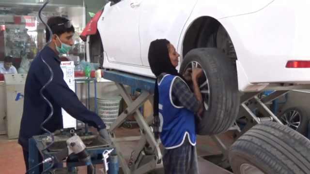 巴基斯坦女性修车师,她改变了偏见