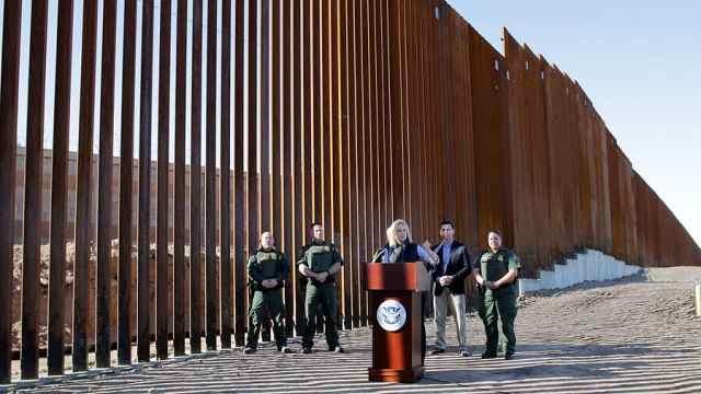 首段川普墙落成,网友:这是栅栏吧
